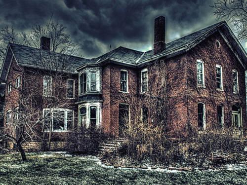 「頭だけでも家に埋め込んでよ」バートンアグネスホールの幽霊屋敷とは!?