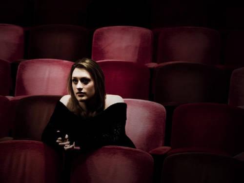 霊感の強い芸能人の体験談!萩原流行が劇場で目撃した女性の話が怖い!!