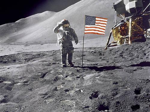 人類初の月面着陸に隠された陰謀...